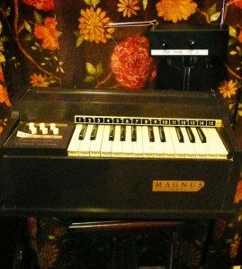 Magnus Jewel Mini Chord Organ and Theremin
